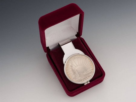 "Ellis Island fifty Cents Money Clip, 1986 United States Ellis Island Half Dollar Money Clip, 1 1/8"" in Diameter,( # SLSUM )"